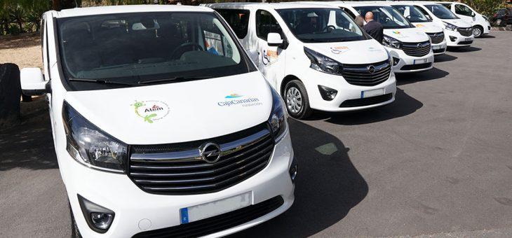 La Fundación CajaCanarias hace entrega de los vehículos adaptados